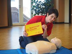 Beatmungskünstlerin Nicole Linde bei der Erste-Hilfe-Ausbildung